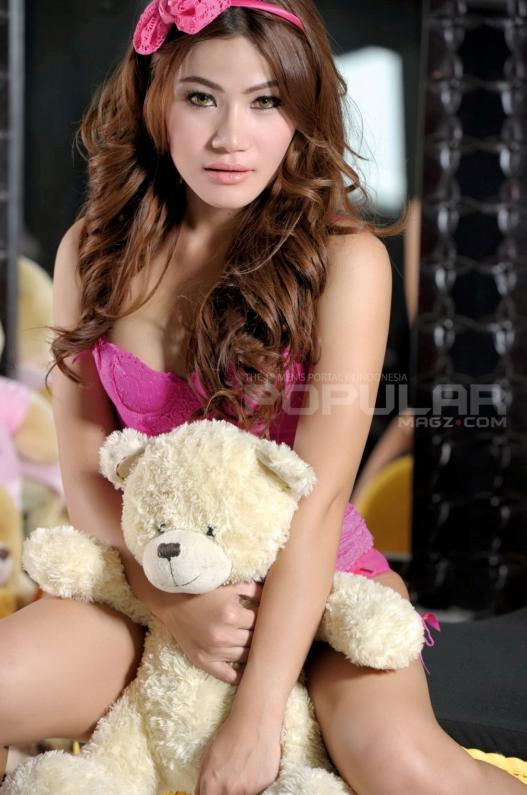 Koleksi Foto Sisca Amanda Model Berparas Cantik Nan Seksi