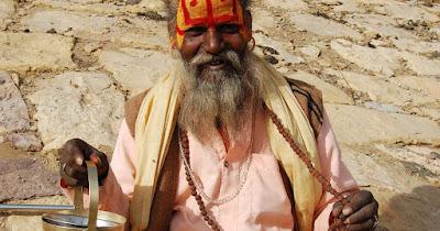 ¡Ojo con los falsos sadhus (ascetas) en India! Algunos se visten así solo para gustar al turista