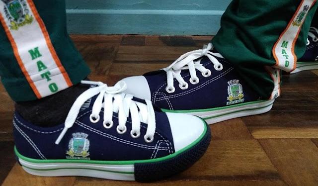 Mato Rico fornece tênis para alunos da rede municipal de ensino