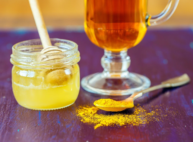 dưỡng trắng da với bột sắn + mật ong + bột nghệ