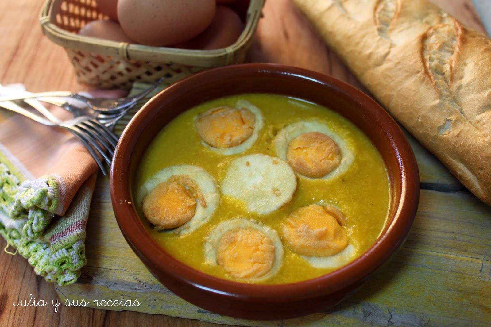 Huevos en salsa de almendras. Julia y sus recetas