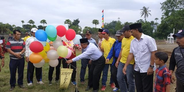 H.M Saleh melepas balon udara tanda dimulainya turnamen IPTR Foto: kopicurup.com