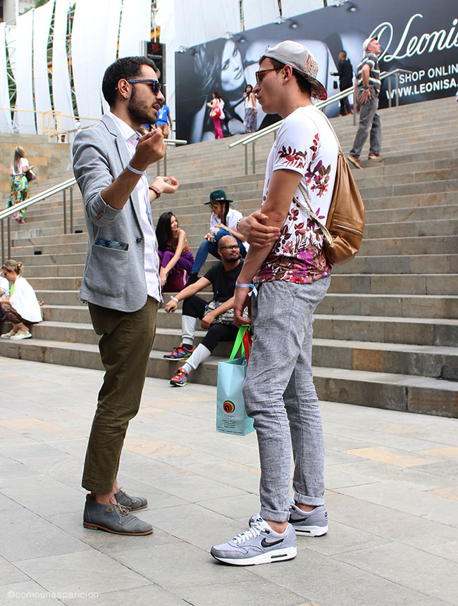 como-una-aparición-street-style-men-style-men-fashion-florals-accesories-sneakers-sunglasses-t-shirts-back-pack-moda-en-la-calle-street-looks-baseball-cap