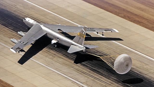 Boeing B-52 Stratofortress iniş yapıyor...