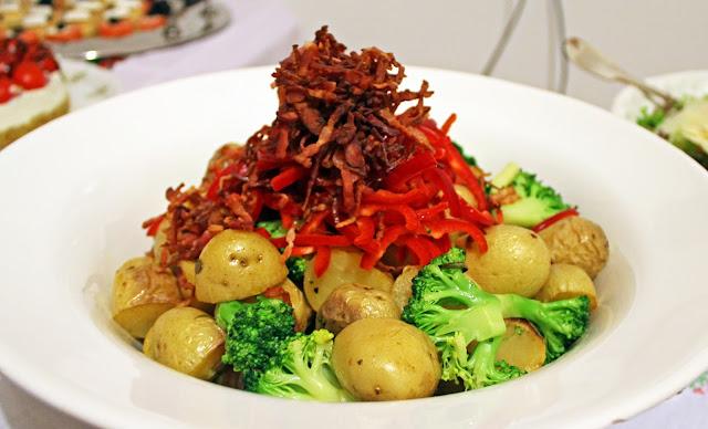 Πατατοσαλάτα με Μπέικον, Μπρόκολο και Πιπεριά Φλωρίνης / Potato salad with bacon