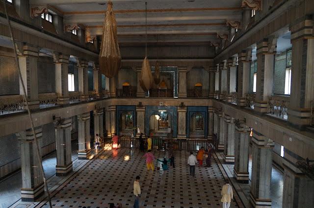 Bagian dalam bangunan Tulsi Manas Mandir Varanasi