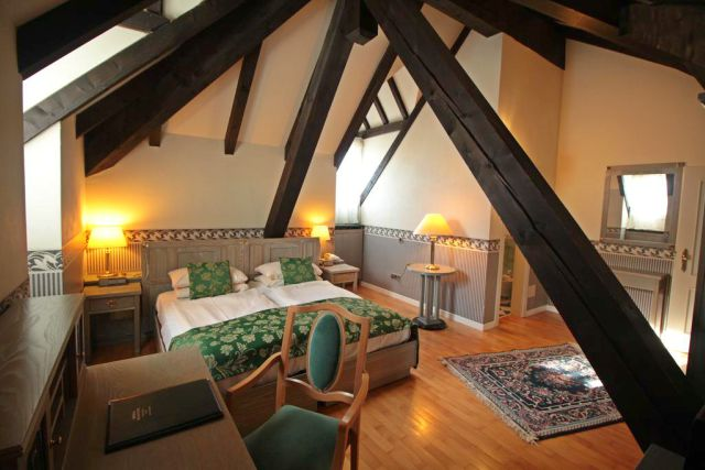 camera-matrimoniale-mansarda-grand-hotel-imperial-levico-terme-poracci-in-viaggio