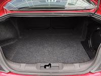 Ford Mustang GT - komora bagażnika