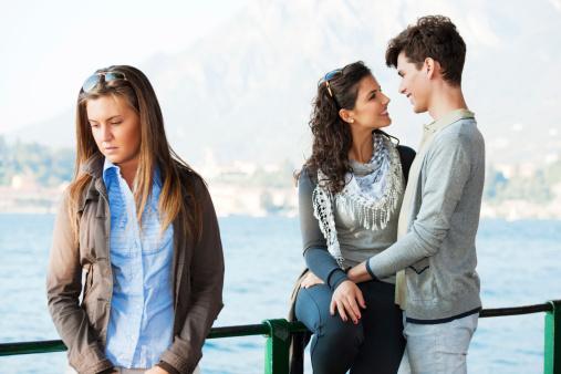 7 Tanda Pasangan Anda Seorang Pencemburu