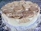 Tort de portocale preparare reteta - punem inca un strat de biscuiti