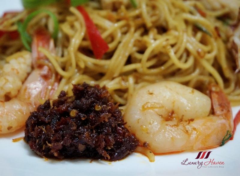 hong kong seafood noodles with samsui xo sauce