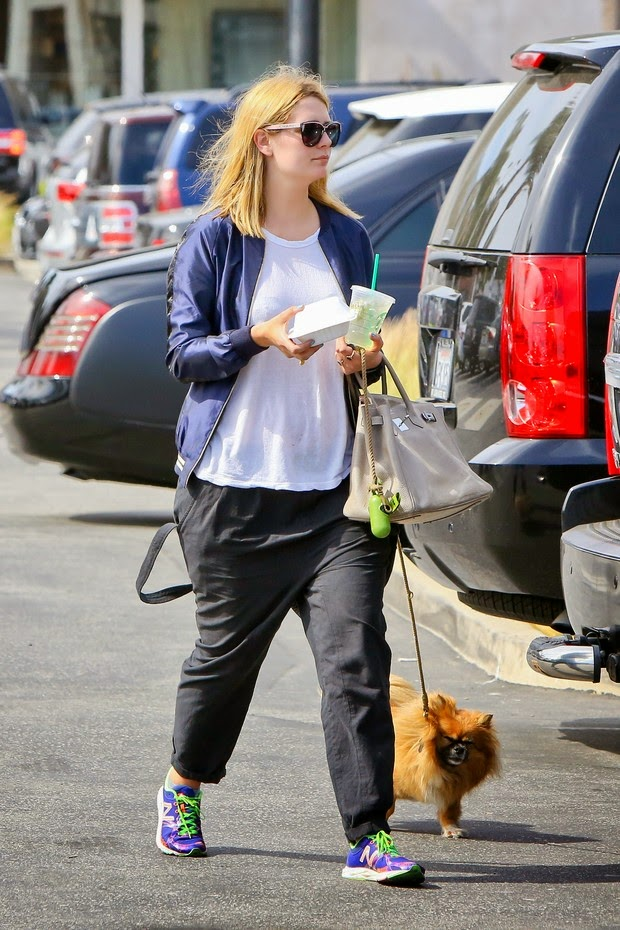 Mischa Barton appears even more chubby in walking with dog