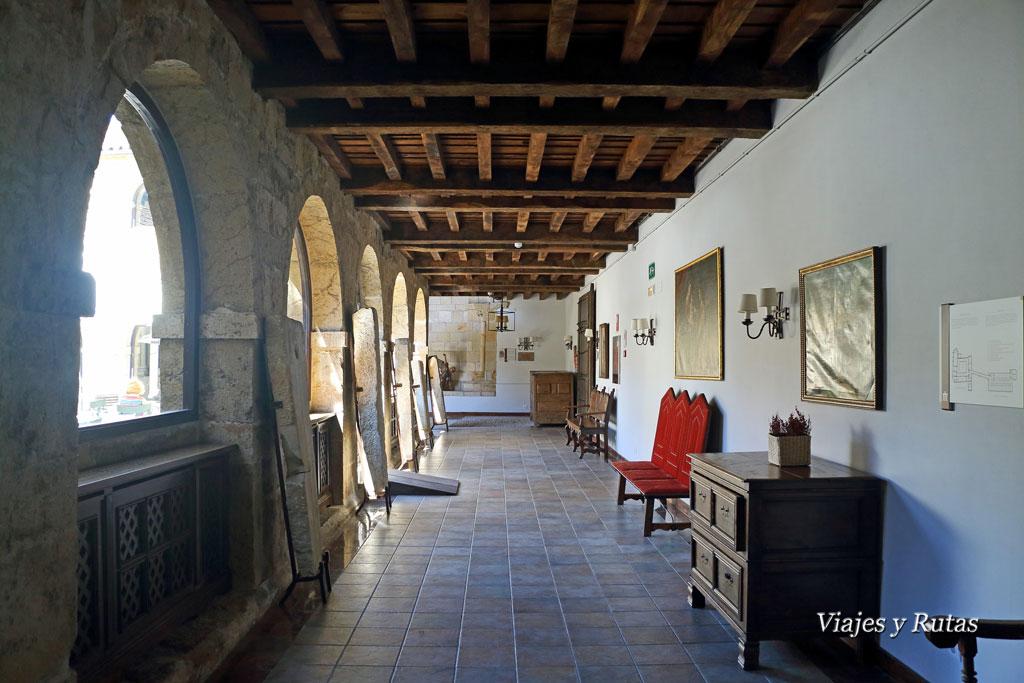 Claustro del Monasterio de San Pedro de Villanueva de Cangas de Onís
