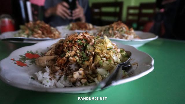 Seporsi nasi lengko di Cirebon