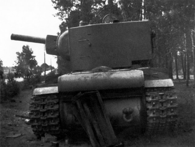 KV-2 tank abandoned near Lida 1941 worldwartwo.filminspector.com
