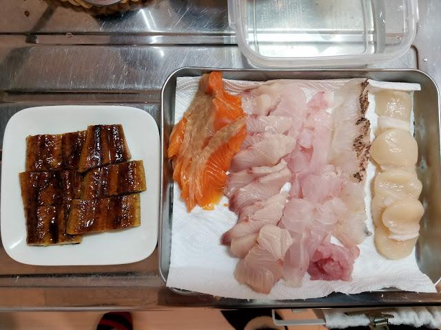寿司を握るために作ったネタを上から撮った画像