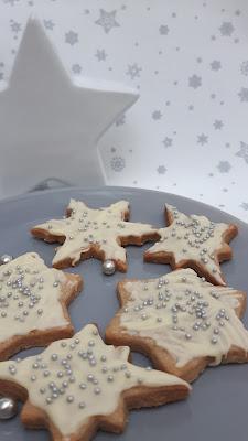 Zimt-Sahne-Plätzchen mit weißer Schokolade