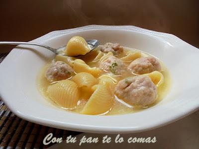 Sopa de galets con albóndigas