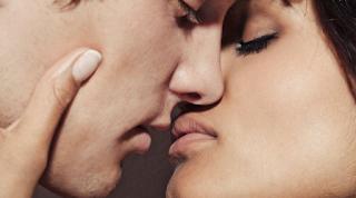 Ini 8 Makna Ciuman Pria dan Wanita