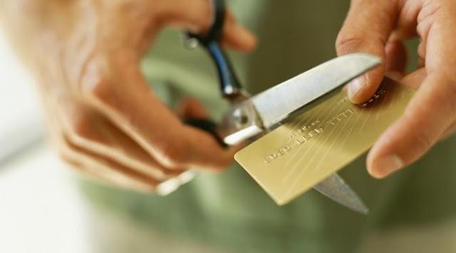 Mitos VS Fakta Tentang Kartu Kredit