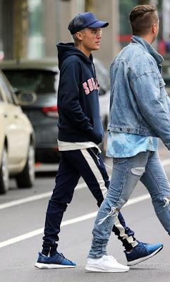 contoh model Celana Pencil Track Pants Navy Blue Dan Garis Putih pria