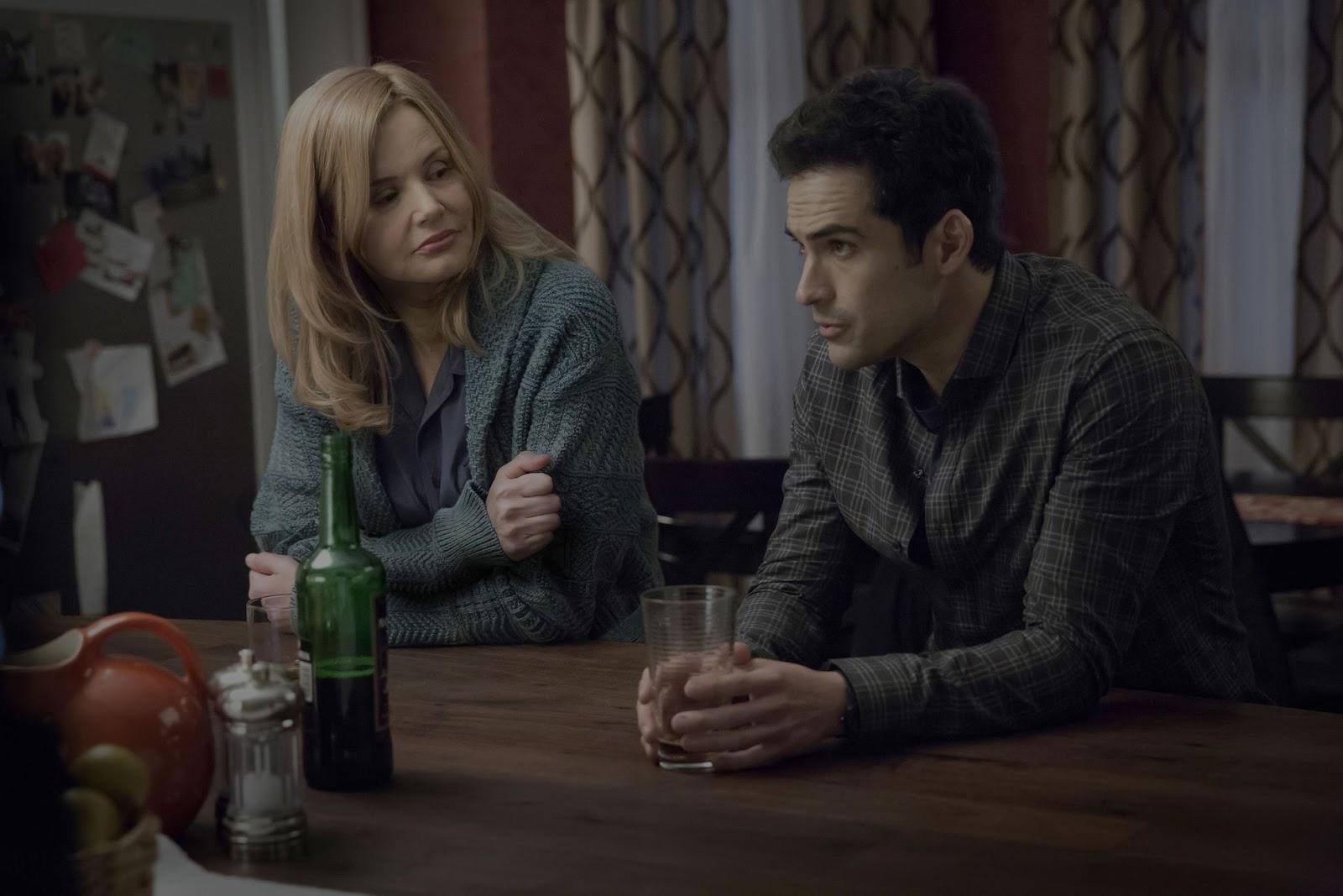 Geena Davis y Alfonso Herrera en 'The Exorcist'