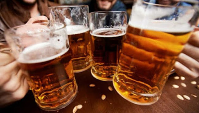 Beberse una cerveza al salir del trabajo es la clave para la 'eterna juventud'