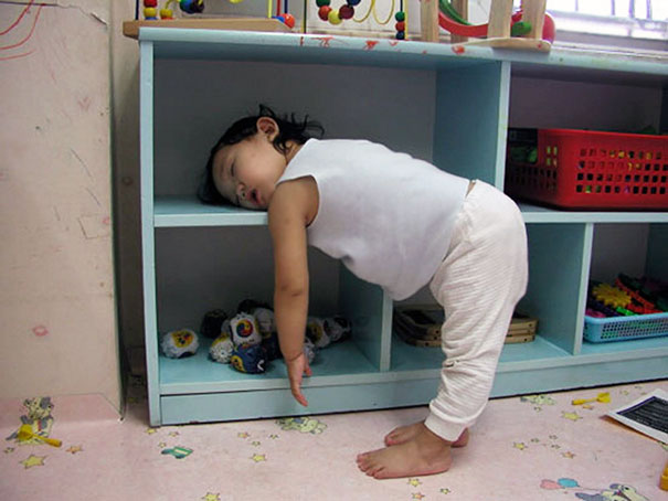 15+ Hilarious Pics That Prove Kids Can Sleep Anywhere - Napping On A Shelf