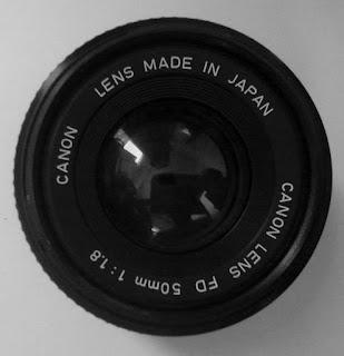 Lensa Canon 50mm f/1.8 tampak depan