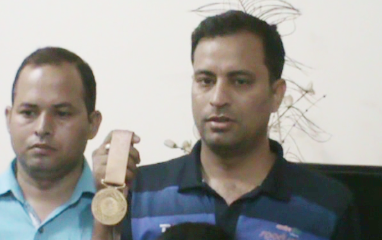 Sanjeev Rajput of Faridabad congratulated the gold medal, family members in shooting rifle shoots