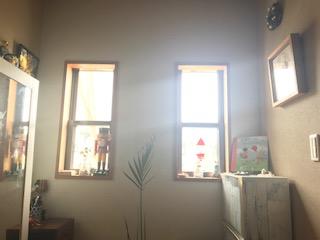 キャンバスとブローチを飾る箱型額縁・majakka
