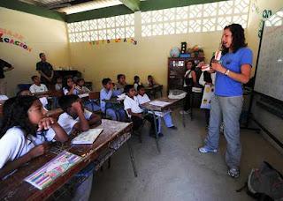 Persembahan Puisi untuk Guru pahlawan tanpa tanda jasa