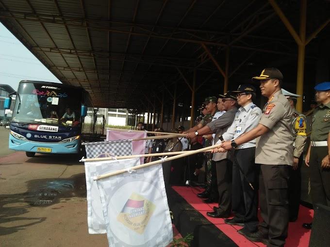 Walikota Lepas Ribuan Peserta Mudik Gratis di Terminal Jatijajar