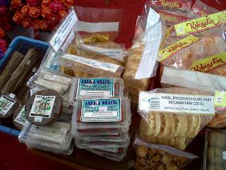 Produk Makanan Olahan Peserta PKH di Pameran Sumedang Menarik Perhatian Pengunjung