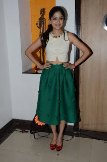 Poonam Kaur in a lovely Green Skirt and Cream Sleeveless Blouse with red Sandle spicy pics