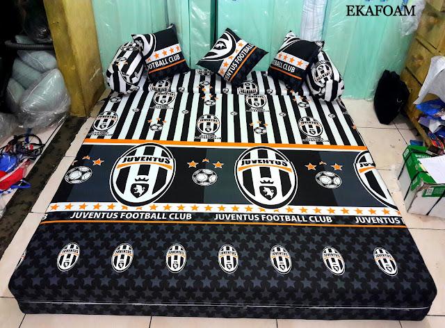 Sofa bed inoac motif bola Juventus