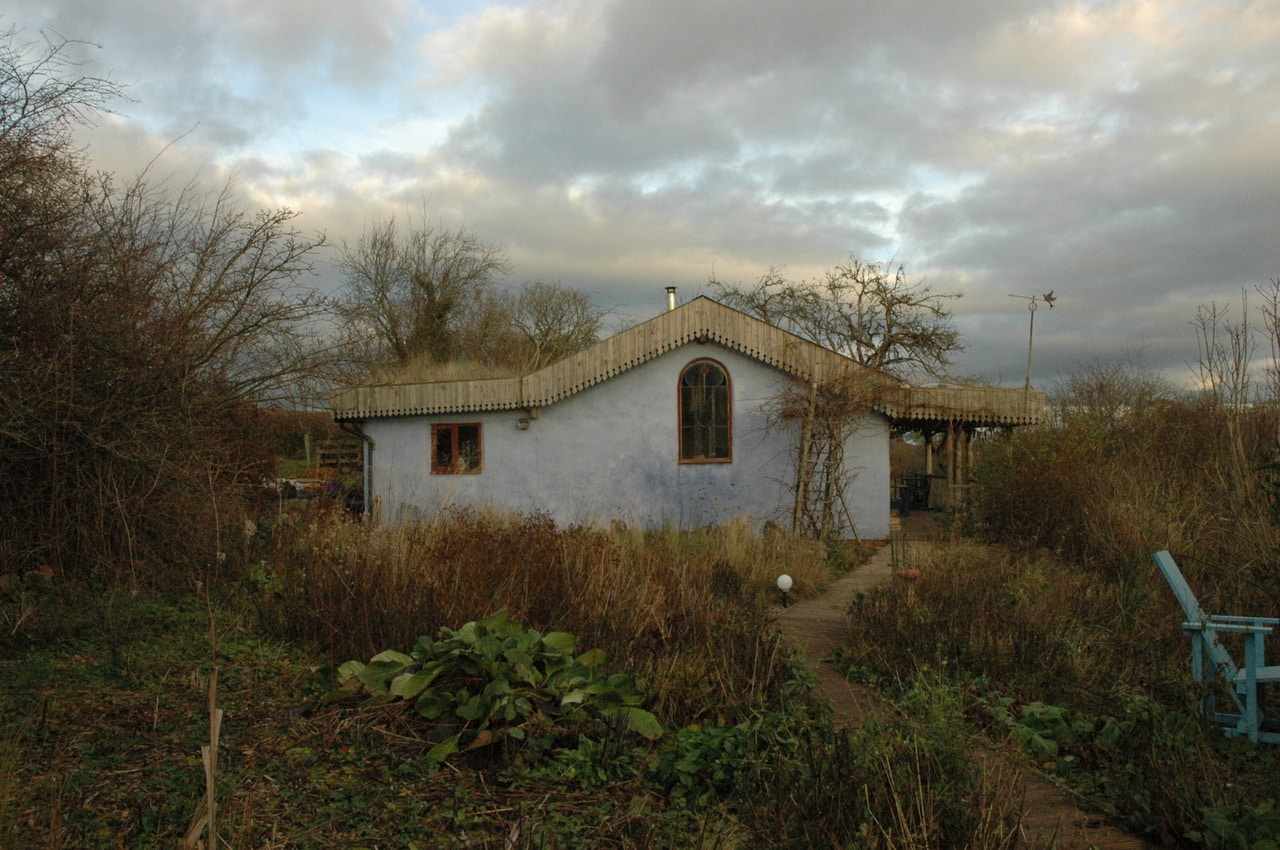 Noel Kingsbury's garden featuring his former bed and breakfast guesthouse with a green roof in December 2017