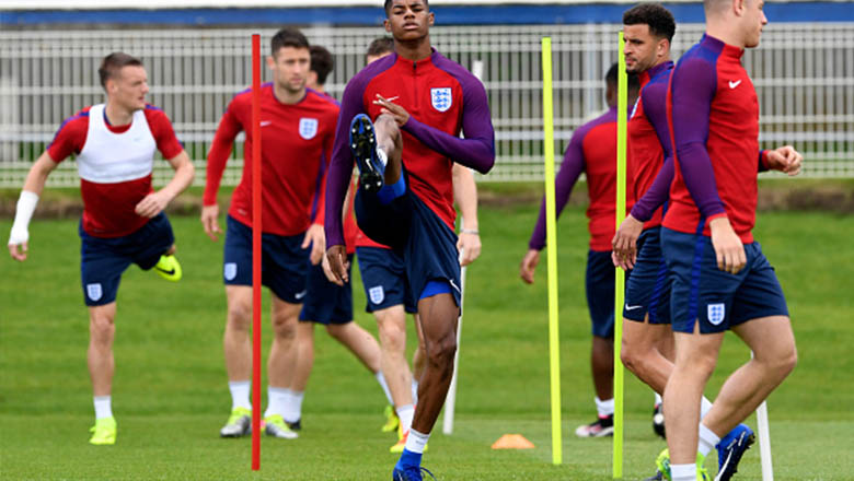 292dd241f England Players to Debut Blue Nike Mercurial Superfly V Boots ...