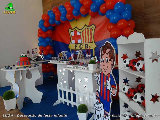 Tema do Barcelona em decoração de mesa provençal para festa de aniversário infantil