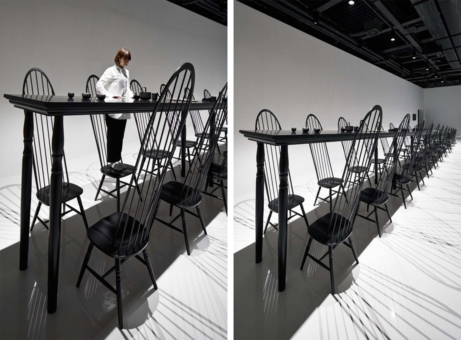 Illusione ottica per il tavolo da pranzo di nendo esposto for Altezza tavolo pranzo