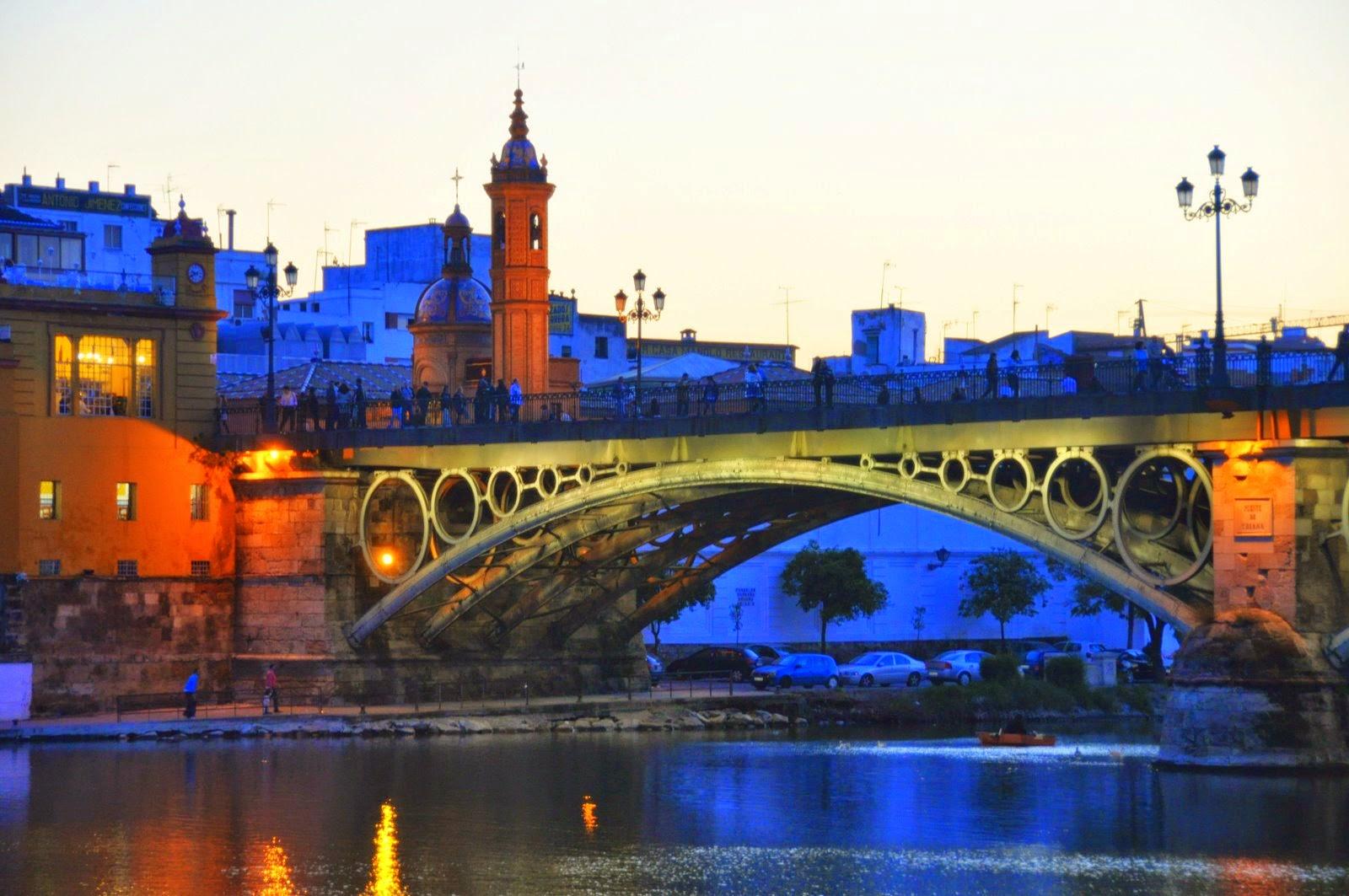 Puente de Triana de Sevilla tomada desde Abajo