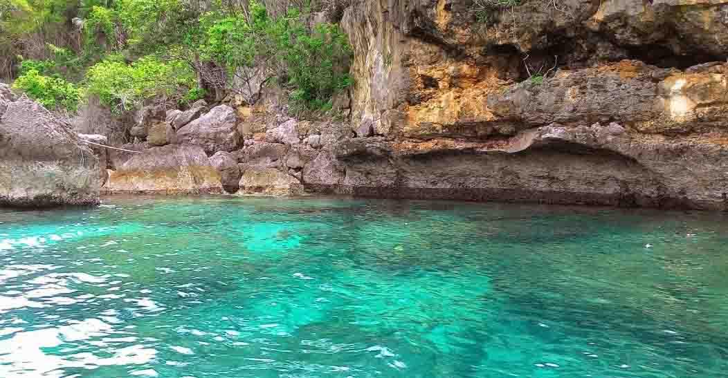 Teluk Biru Pemandangan Bawah Laut