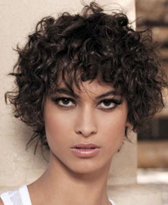a los dejo con una diversidad de fotos de estas modernas y elegantes cortes de pelo rizado corto y elige tu look de moda y lucete para este ao