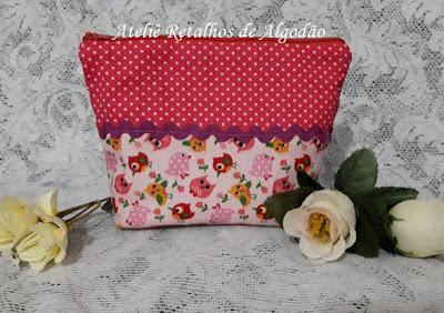 Necessaire em patchwork em tons de rosa com estampa de corujinhas