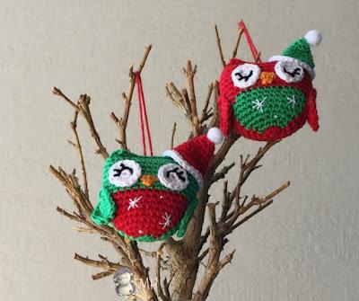 Búhos amigurumi navideños