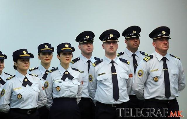 Neue Feierliche-Uniformen für die makedonische Armee