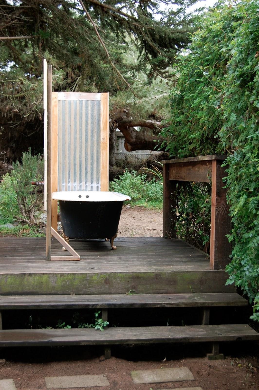 Diy Outdoor Bath: Book Movie Nerd: Private Outdoor BATHtub DIY Style
