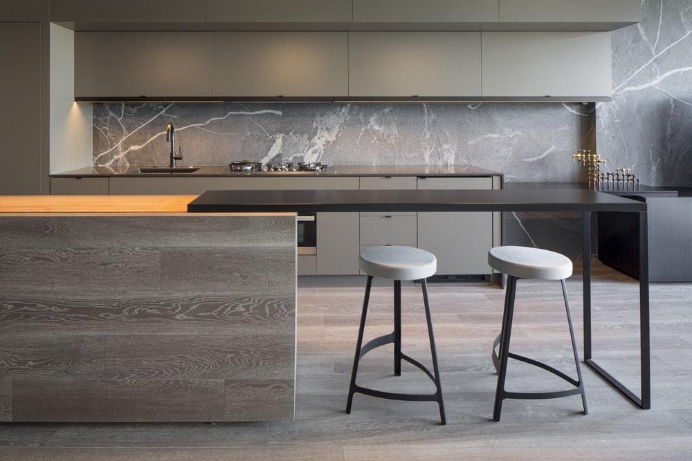 Cuando los revestimientos definen un estilo cocinas con for Revestimientos paredes cocina