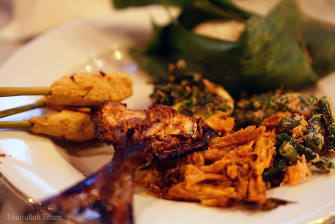 Menu ala Bali disajikan oleh Restoran Sekar Kedhaton Yogyakarta