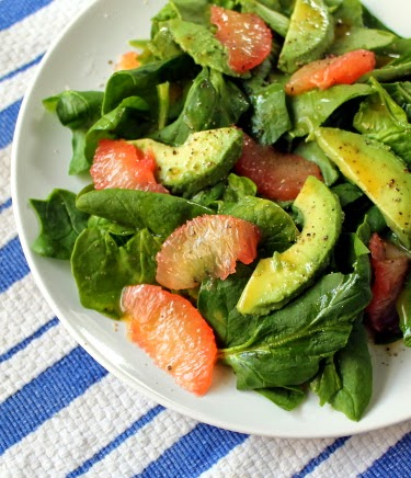 Spinach salad with grapefruit and avocado